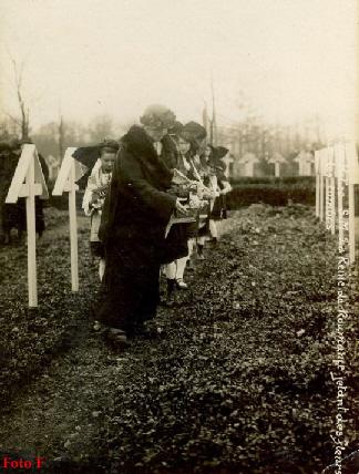 Soultzmatt-1924-Regina-Maria-la-mormantul-soldatillor-romani-18