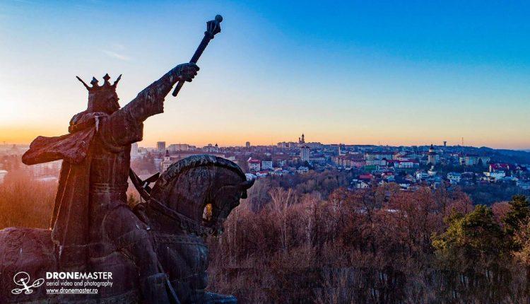 statuia-ecvestra-stefan-cel-mare-suceava-aprilie-2019