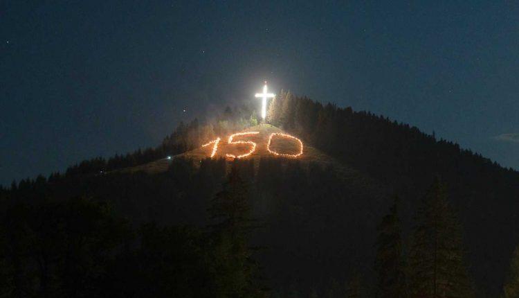 serbare-putna-150-retragerea-cu-torte-de-pe-dealul-lui-stefan15